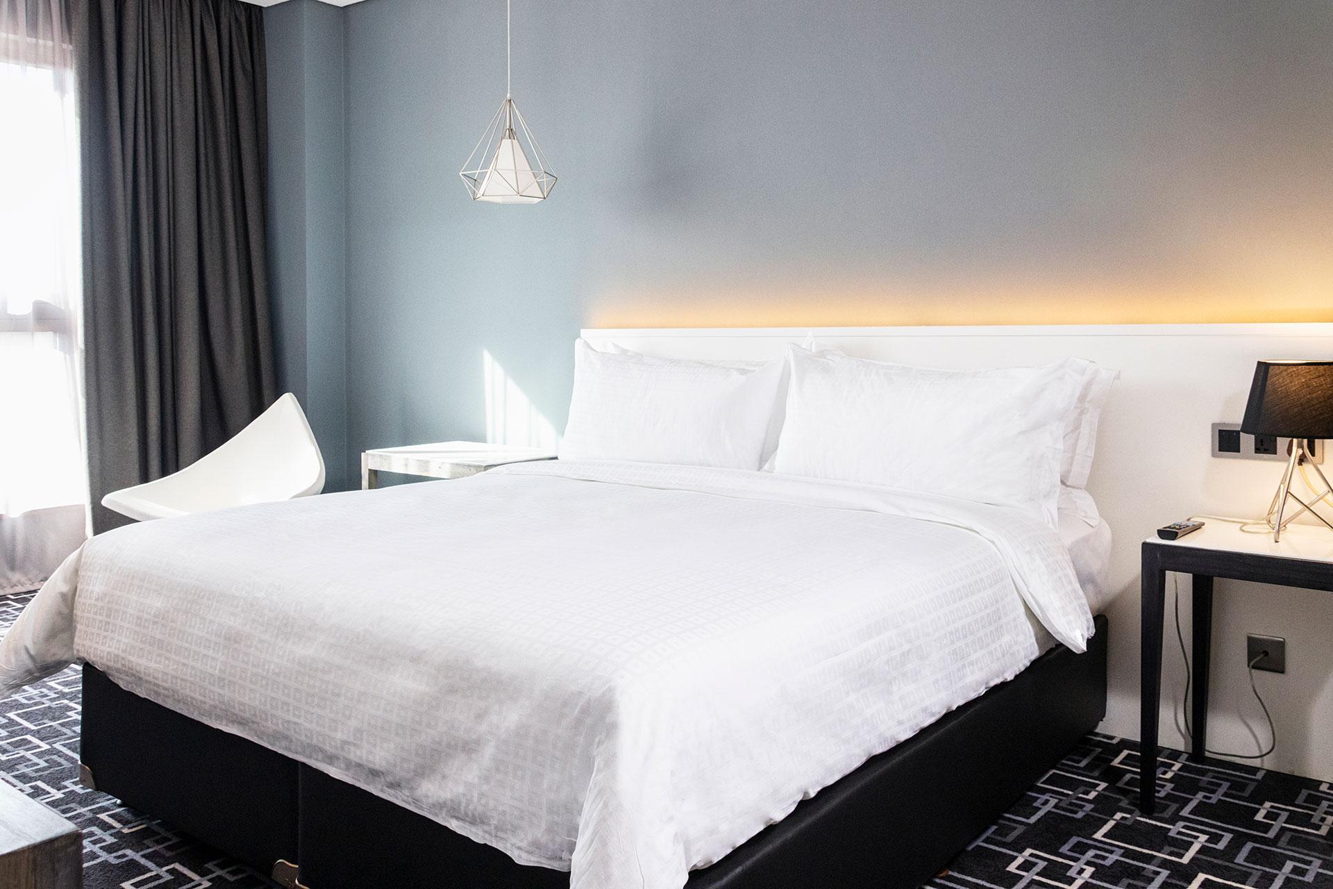 One-Bedroom Corner Studio Suite 00